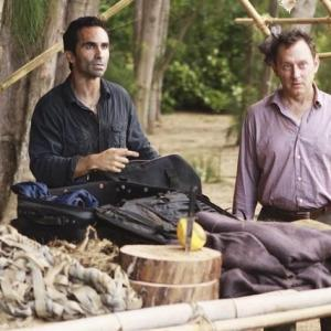 Still of Nestor Carbonell and Michael Emerson in Dinge (2004)