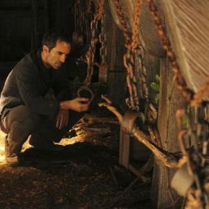 Still of Nestor Carbonell in Dinge (2004)