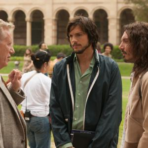 Still of James Woods, Lukas Haas and Ashton Kutcher in Jobs (2013)