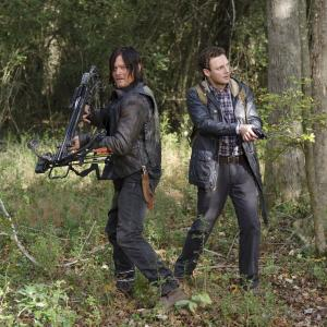 Still of Norman Reedus and Ross Marquand in Vaiksciojantys negyveliai (2010)