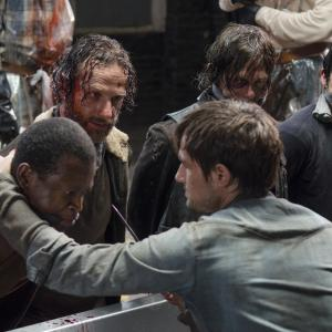 Still of Norman Reedus, Andrew Lincoln, Andrew J. West and Steven Yeun in Vaiksciojantys negyveliai (2010)