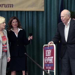 Still of Carl Reiner, Amy Poehler and Kathryn Hahn in Parks and Recreation (2009)