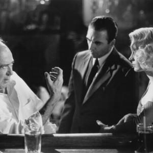 Still of Sean Young, Armand Assante and Carl Reiner in Fatal Instinct (1993)