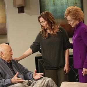 Still of Carl Reiner, Amber Tamblyn and Holland Taylor in Two and a Half Men (2003)