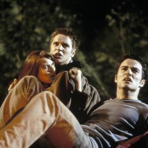 Still of Devon Sawa, Kerr Smith and Kristen Cloke in Galutinis tikslas (2000)