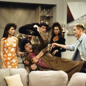 Still of MarkPaul Gosselaar Tiffani Thiessen and Dustin Diamond in Saved by the Bell 1989