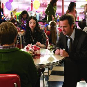 Still of Matthew Perry, Michelle Trachtenberg and Sterling Knight in Vel septyniolikos (2009)