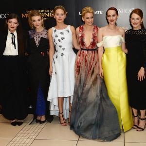 Julianne Moore, Elizabeth Banks, Jena Malone, Natalie Dormer, Jennifer Lawrence and Lorde at event of Bado zaidynes: Strazdas giesmininkas. 1 dalis (2014)