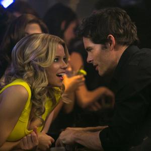 Still of James Marsden and Elizabeth Banks in Nors mirk is gedos (2014)