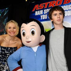 Kristen Bell and Freddie Highmore at event of Astro Boy 2009