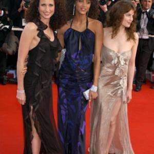 Andie MacDowell, Laetitia Casta and Noémie Lenoir at event of Matrica: Perkrauta (2003)