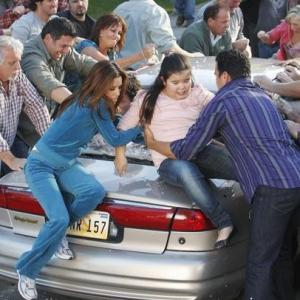 Still of Ricardo Chavira, Eva Longoria and Madison De La Garza in Nusivylusios namu seimininkes (2004)