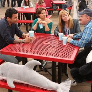 Still of Mary McCormack, Mike O'Malley, Ricardo Chavira and Justina Machado in Welcome to the Family (2013)