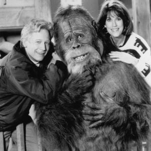 Still of Bruce Davison and Molly Cheek in Harry and the Hendersons 1991