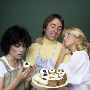Still of John Ritter Suzanne Somers and Joyce DeWitt in Threes Company 1977