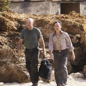 Still of Michael Emerson and Terry OQuinn in Dinge 2004