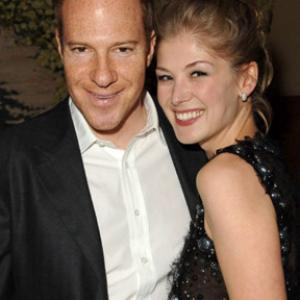 Toby Emmerich and Rosamund Pike at event of Fracture 2007