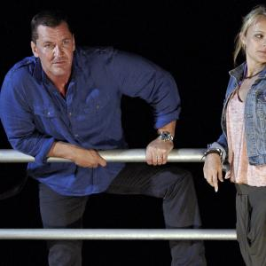 Still of Laura Aikman and Craig Fairbrass in Bula Quo! (2013)