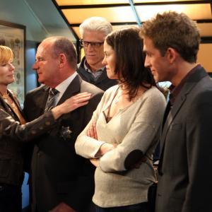 Still of Ted Danson, Marg Helgenberger, Jorja Fox, Eric Szmanda and Jim Brass in CSI kriminalistai (2000)
