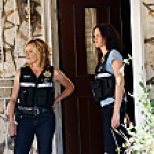 Still of Elisabeth Shue and Jorja Fox in CSI kriminalistai (2000)