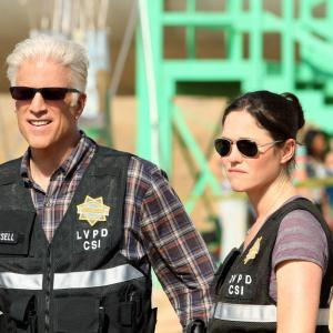 Still of Ted Danson and Jorja Fox in CSI kriminalistai (2000)
