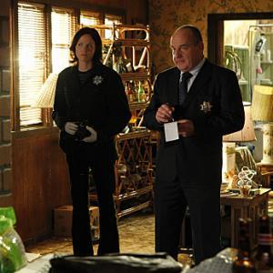 Still of Paul Guilfoyle and Jorja Fox in CSI kriminalistai (2000)