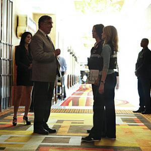 Still of Elliott Gould, Marg Helgenberger and Jorja Fox in CSI kriminalistai (2000)