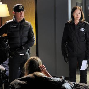George Eads and Jorja Fox in CSI kriminalistai (2000)