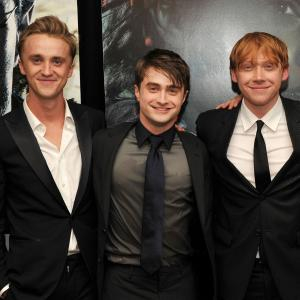 Tom Felton, Rupert Grint and Daniel Radcliffe at event of Haris Poteris ir mirties relikvijos. 2 dalis (2011)