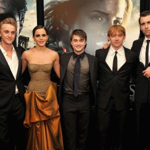 Tom Felton, Rupert Grint, Matthew Lewis, Daniel Radcliffe and Emma Watson at event of Haris Poteris ir mirties relikvijos. 2 dalis (2011)
