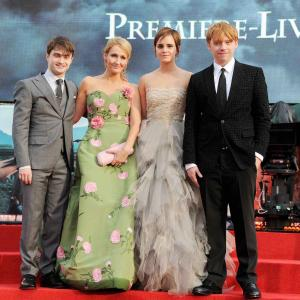 Rupert Grint, Daniel Radcliffe, J.K. Rowling and Emma Watson at event of Haris Poteris ir mirties relikvijos. 2 dalis (2011)