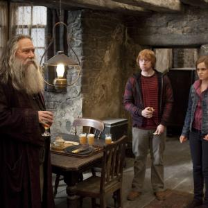 Still of Ciarán Hinds, Rupert Grint and Emma Watson in Haris Poteris ir mirties relikvijos. 2 dalis (2011)