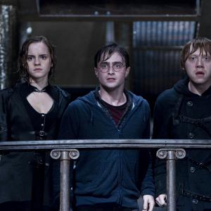 Still of Rupert Grint, Daniel Radcliffe and Emma Watson in Haris Poteris ir mirties relikvijos. 2 dalis (2011)