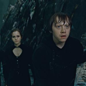 Still of Rupert Grint Daniel Radcliffe and Emma Watson in Haris Poteris ir mirties relikvijos 2 dalis 2011