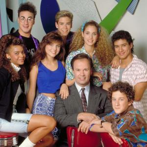 Elizabeth Berkley, Mark-Paul Gosselaar, Tiffani Thiessen, Ed Alonzo, Dustin Diamond, Dennis Haskins, Mario Lopez, Lark Voorhies