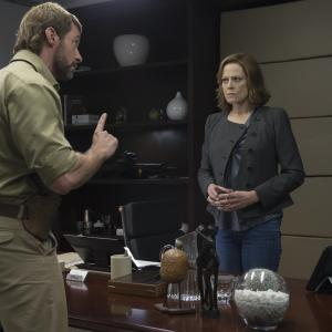 Still of Sigourney Weaver and Hugh Jackman in Capis (2015)