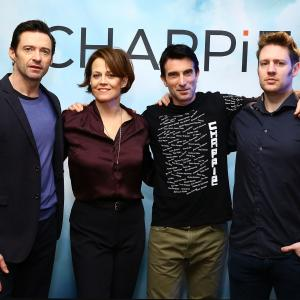 Sigourney Weaver, Neill Blomkamp, Hugh Jackman and Sharlto Copley at event of Capis (2015)