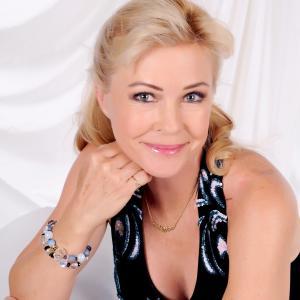 Lisa Linsky actor pianist composer model