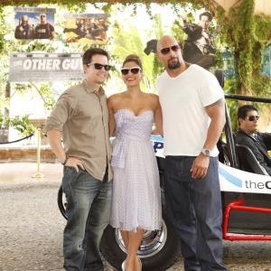 Mark Wahlberg Dwayne Johnson and Eva Mendes at event of Rezerviniai farai 2010