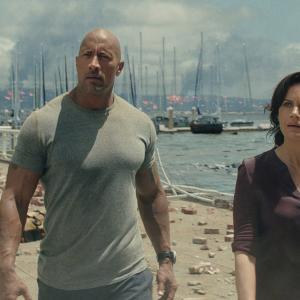 Still of Carla Gugino and Dwayne Johnson in San Andreas (2015)