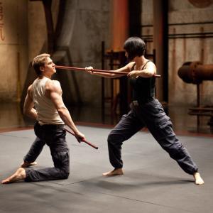 Still of Charlie Hunnam and Rinko Kikuchi in Ugnies ziedas (2013)