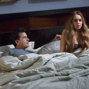 Still of Charlie Sheen and Lindsay Lohan in Pats baisiausias filmas 5 (2013)