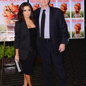 Eva Longoria and Eric Schlosser at event of Food Chains (2014)