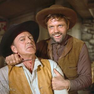 Still of Gary Cooper and Jack Lord in Man of the West (1958)