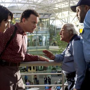 Still of Tom Hanks Diego Luna Chi McBride and Kumar Pallana in Terminalas 2004