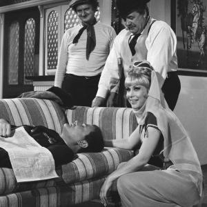 Still of Barbara Eden Larry Hagman Ronald Long and Arthur Malet in Mano svajoniu Dzine 1965