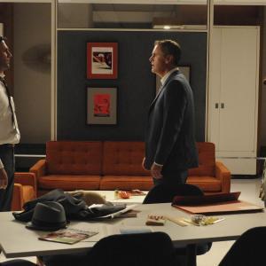 Still of Elisabeth Moss, Jon Hamm and Mark Moses in MAD MEN. Reklamos vilkai (2007)