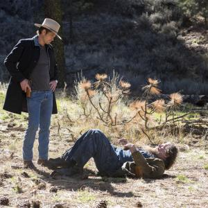 Still of Timothy Olyphant and Tom Proctor in Justified 2010