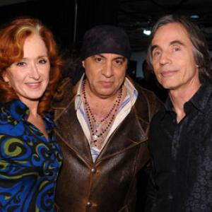 Steven Van Zandt, Jackson Browne and Bonnie Raitt