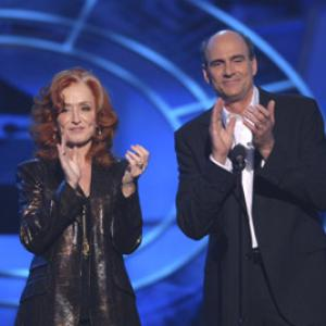 Bonnie Raitt and James Taylor at event of The 48th Annual Grammy Awards (2006)